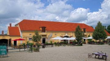 Lniany dom towarowy w Łomnicy