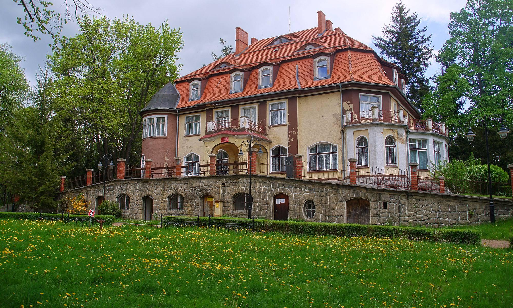 Pałac w Muchowie – Pogórze Kaczawskie